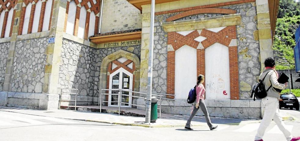 La oposición de Laredo critica que la reforma de la piscina no haya comenzado