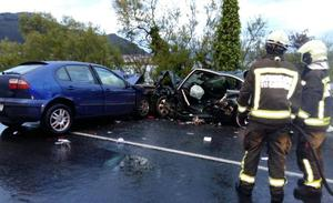 Dos heridos graves y una mujer con pronóstico reservado tras una colisión frontal en Escalante