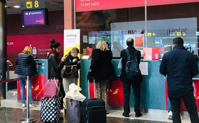 Una avería del vuelo Santander-Madrid de las 9.20 horas deja en tierra a 125 pasajeros