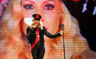 Suspenden un concierto de Marta Sánchez en Badalona por lanzamiento de huevos