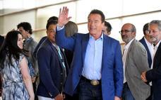 Agreden a Arnold Schwarzenegger por la espalda en Sudáfrica