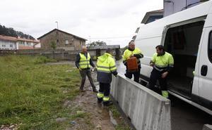 El Ayuntamiento de Torrelavega ordena el cierre de la finca ocupada en la avenida de Solvay