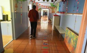 Una fuga de agua inunda los colegios Mendoza y Cisneros y deja sin clase a 530 niños