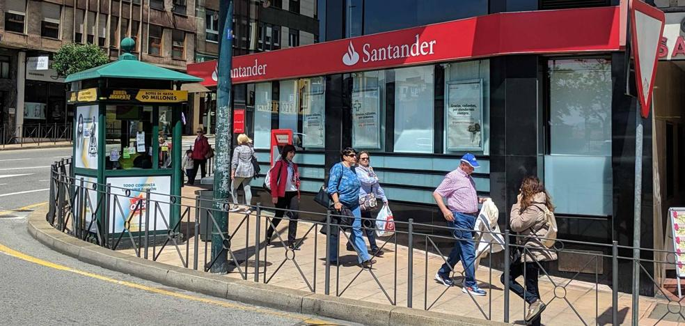 Santander cerrará tres oficinas en la capital, entre ellas la de Cuatro Caminos