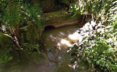 Saro denuncia que Villacarriedo vierte aguas fecales en sus acuíferos