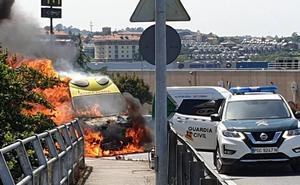 Calcinada una ambulancia a la entrada de Valle Real tras una colisión