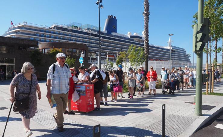 El crucero 'Arcadia' atraca en Santander