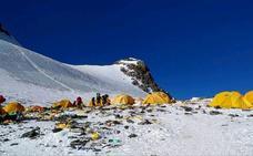 Atasco en Everest: 200 alpinistas han hecho cima hoy