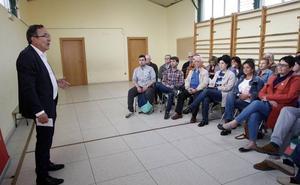 Cruz Viadero anuncia que se cubrirá el polideportivo del colegio de Ganzo