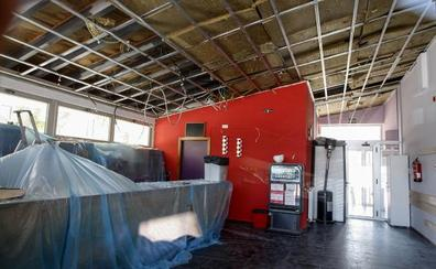 El centro cívico de Tanos abre de nuevo tras la caída del falso techo