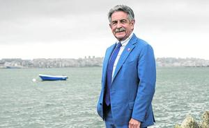 «Tiene mérito presidir sin mayorías, con mayoría lo hace hasta Rajoy»
