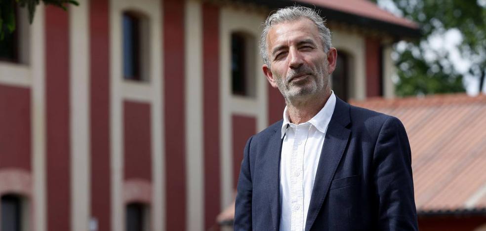 El candidato de Vox a la Alcaldía de Torrelavega denuncia la sustracción de cartelería electoral