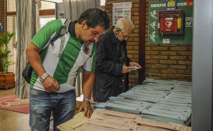 Las imágenes de las votaciones en Cantabria