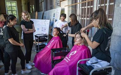 Peinados, cortes y maquillajes solidarios en Santoña