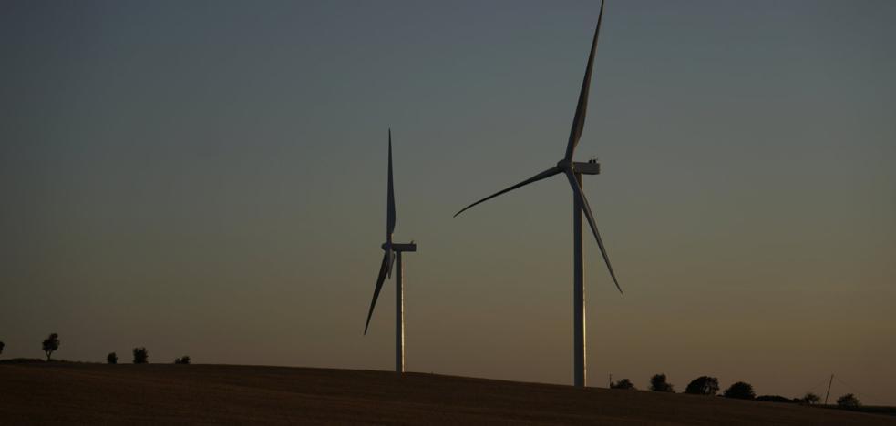 Viesgo finaliza la instalación de siete aerogeneradores de un parque en Cádiz