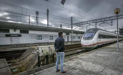 Adif pone una traviesa mása la duplicación de la vía entre Torrelavega y Santander