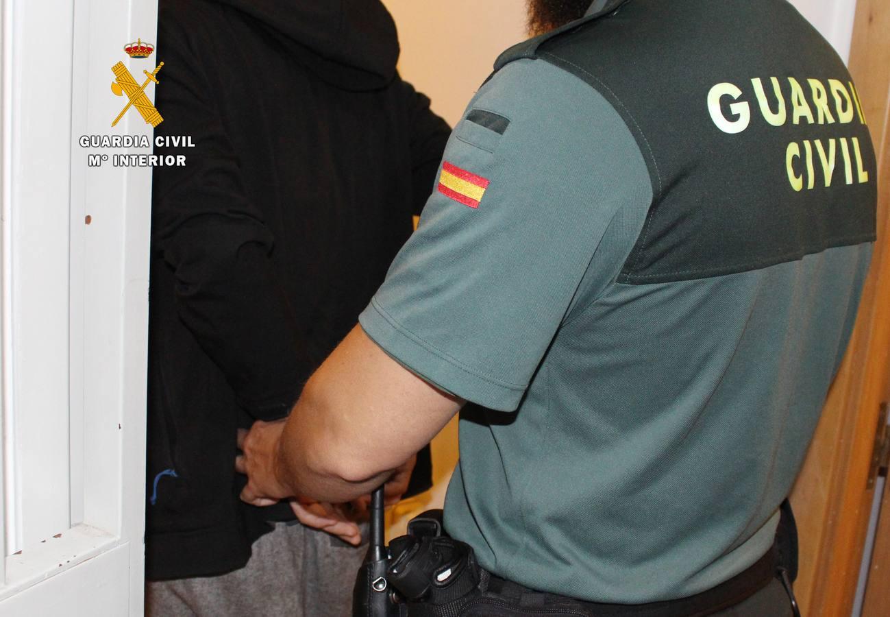 Detenidos los presuntos autores de un robo con violencia en una vivienda de Escalante