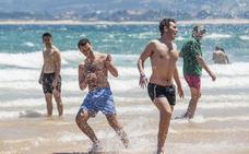 Santander pone en marcha este fin de semana los servicios de salvamento y limpieza en playas