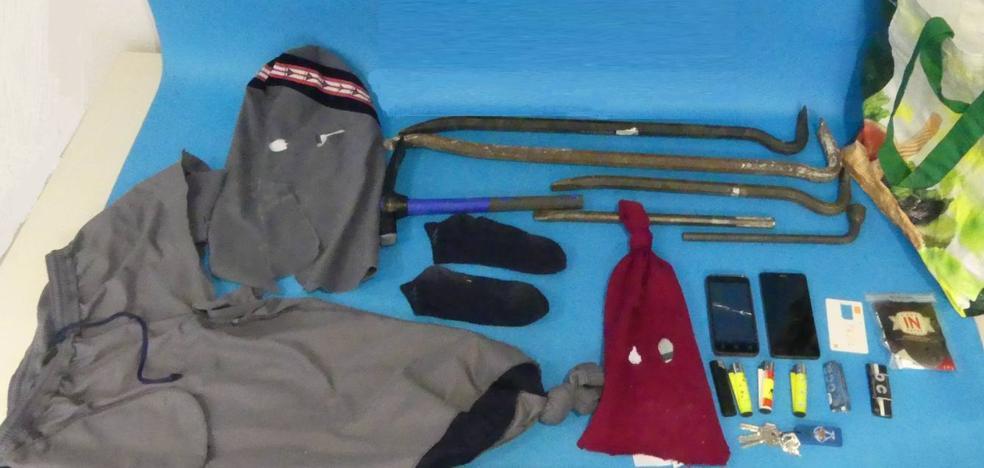 Cuatro policías heridos en una espectacular persecución a dos ladrones
