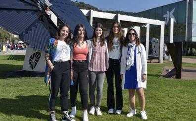 Premiadas cuatro alumnas por un proyecto que fomenta el comercio local