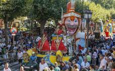 El tradicional desfile de carrozas pasa de concurso a exhibición para intentar frenar la pérdida de calidad