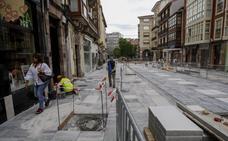 El entorno de la Plaza Mayor de Torrelavega impulsa su imagen con la obra de peatonalización