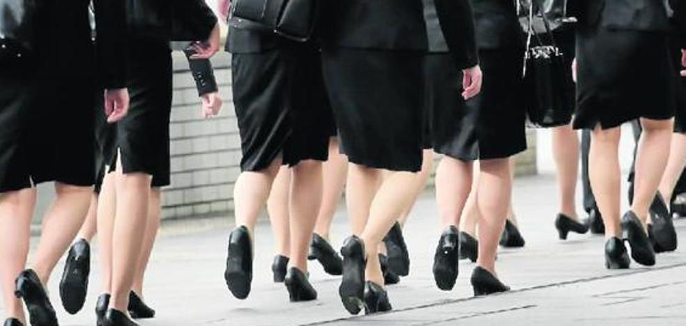 #KuToo: La rebelión de las mujeres japonesas contra la ley que las obliga a llevar tacones para trabajar