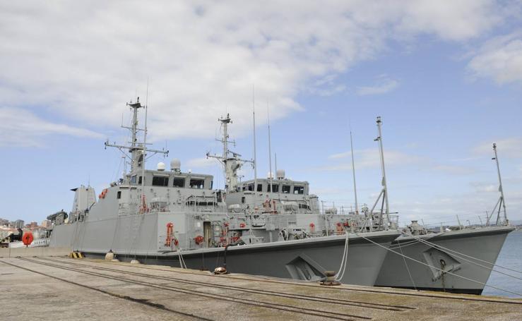 Los dos barcos buscaminas atracados en Santander