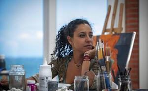 «La pintura me permite dignificar a la mujer víctima de abusos»
