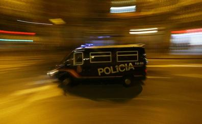 Un muerto al precipitarse de un piso en llamas en Barcelona