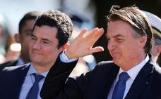 Bolsonaro soslaya la presunta parcialidad de Moro contra Lula y le refrenda como ministro