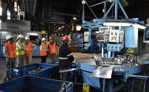 La dirección de Nissan y la representación sindical firman un acuerdo sobre las prejubilaciones en la planta de Los Corrales