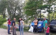 Los voluntarios limpian 'El Patatal'
