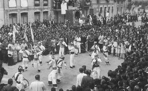 Las danzas del pueblo barquereño de La Revilla reivindican su importancia