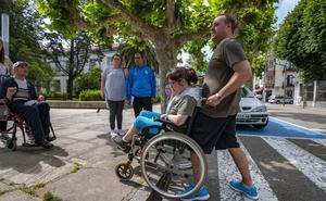 Un paseo con obstáculos inaccesibles por Santoña