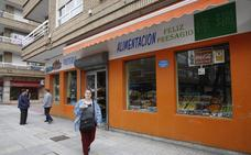 Un ladrón apuñala al responsable de una frutería en Torrelavega