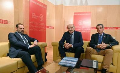 Mazón y Ábalos cierran un calendario de inversiones y el pacto PSOE-PRC está cada vez más cerca