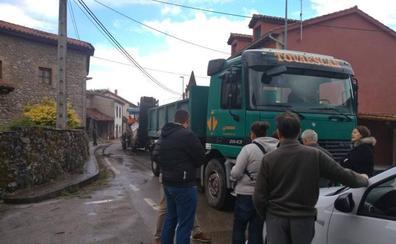 Vecinos de Muñorrodero paralizan una obra para exigir al Gobierno medidas contra las inundaciones