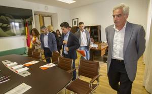 Ceruti avisa al PP de que si no acepta sus exigencias negociará con otras formaciones