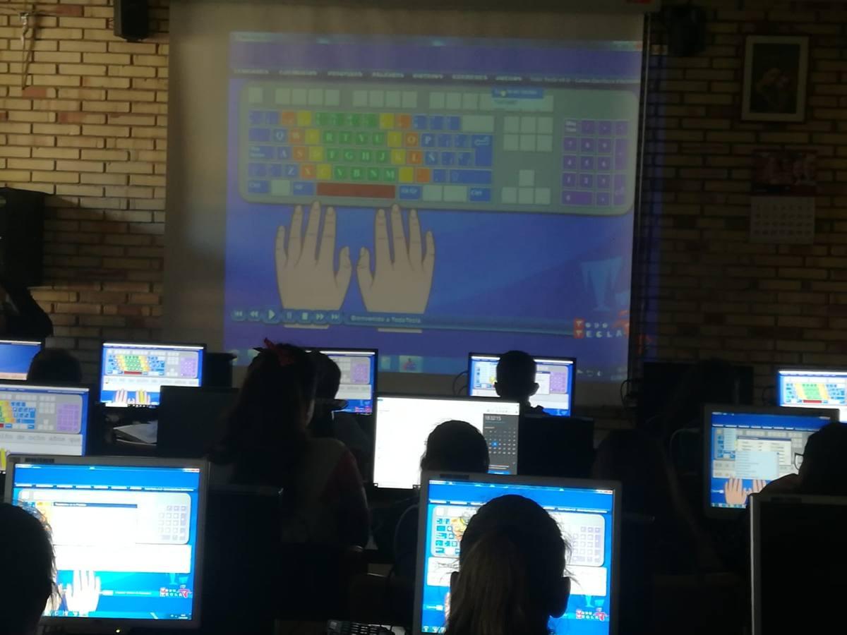 Una veintena de colegios de Cantabria disputa la final de Escritura Digital