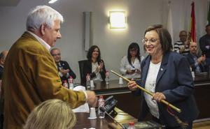 La socialista Charo Losa se convierte en la primera alcaldesa de Laredo