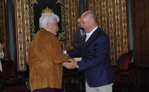 José Miguel Barrio renueva como alcalde de Reinosa