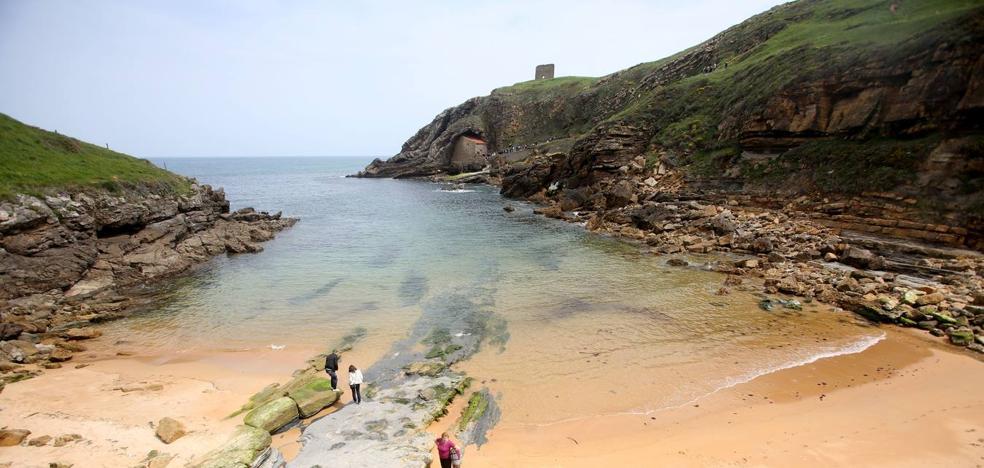 Aparece un cadáver inidentificable en la costa de Santa Justa, en Ubiarco