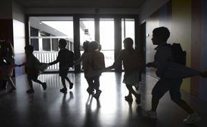 Bezana crea un banco de la amistad en sus colegios
