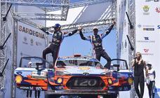 Dani Sordo y su equipo celebran la victoria en el mundial