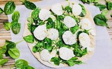 Cocina en casa una saludable pizza de mozzarella