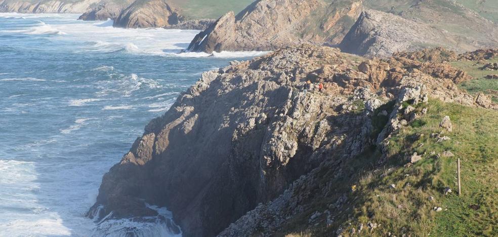El cadaver encontrado en la costa de Ubiarco es el de una mujer de 47 años de Vitoria