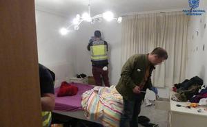 Detenidos por tener en casa una pistola, varios fusiles, una katana, una ballesta y numerosa munición