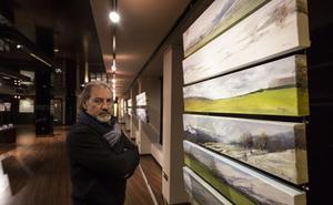 Un mural con cien pequeñas obras en la nueva muestra de Marnay en el Gran Casino