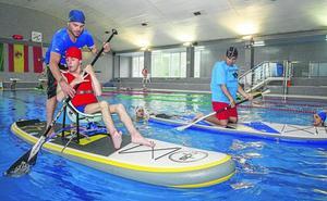Jóvenes con discapacidad se lanzan al agua